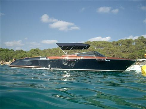 Luxury powerboat charter